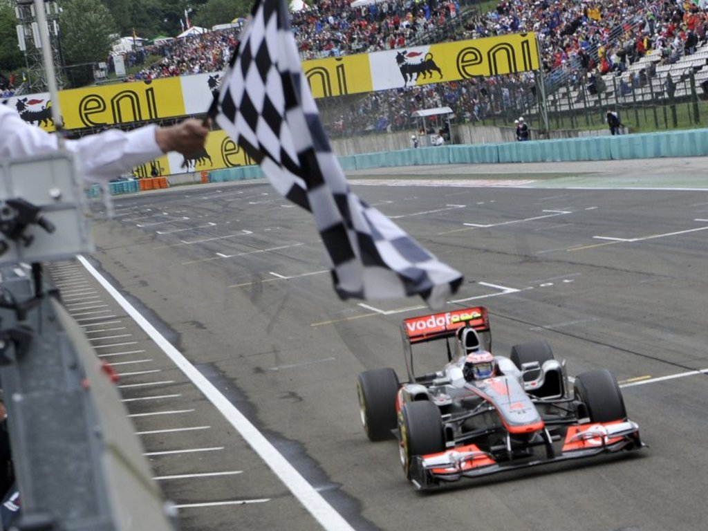 Jenson-Button-takes-chequered-flag-in-Hungary