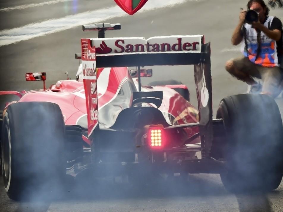 Vettel smokes it