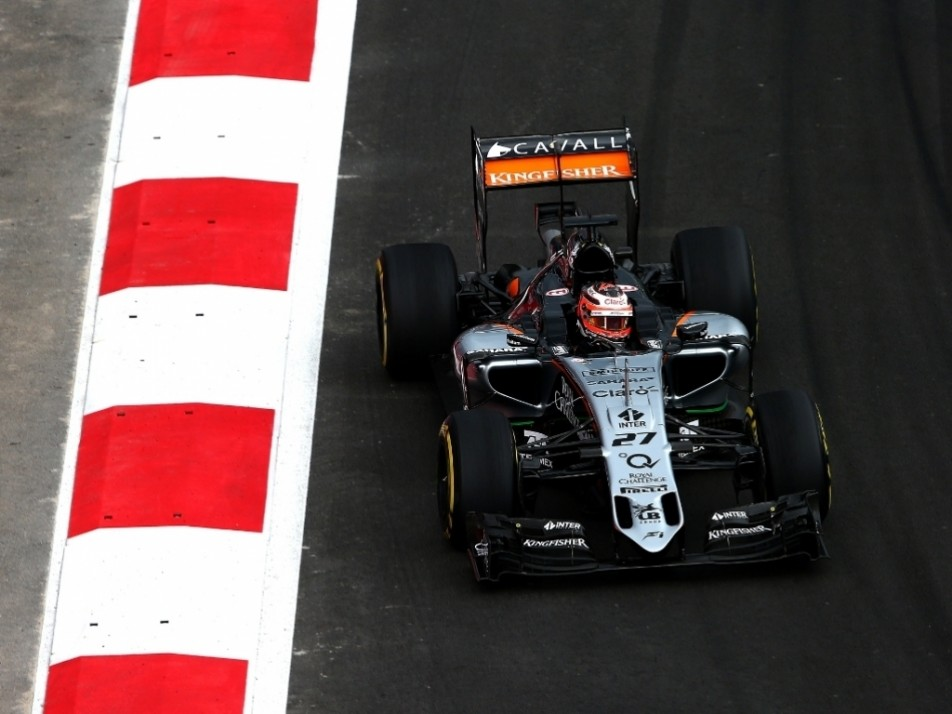 Hulkenberg puts in the laps
