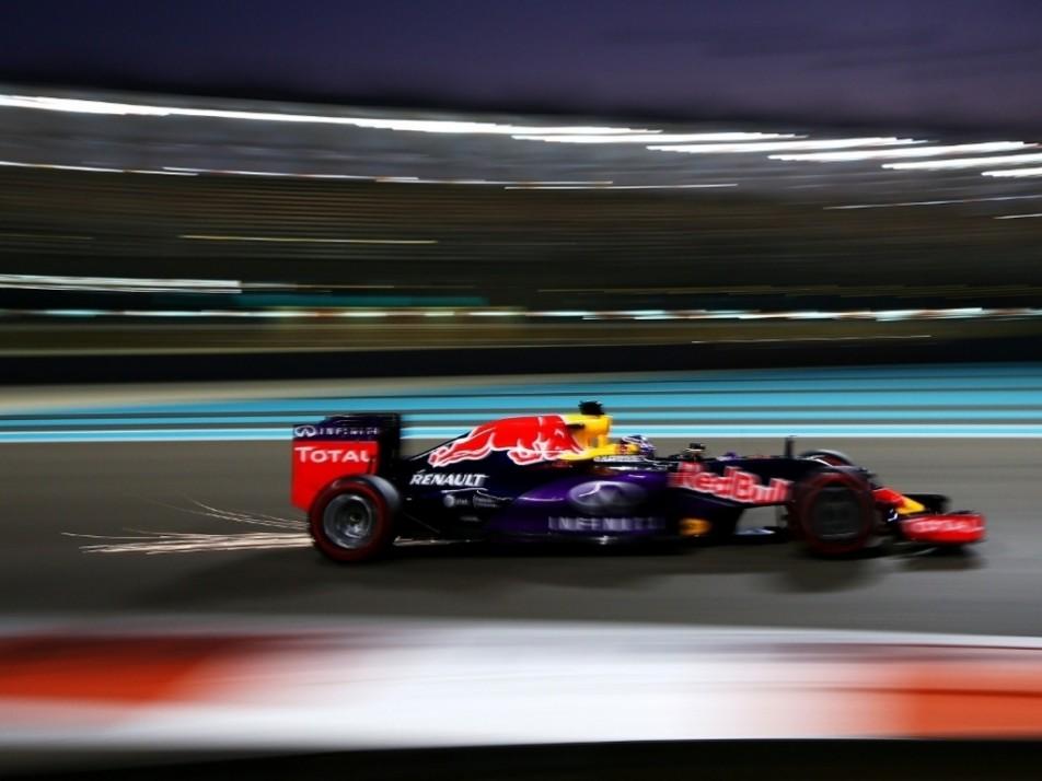Ricciardo under lights