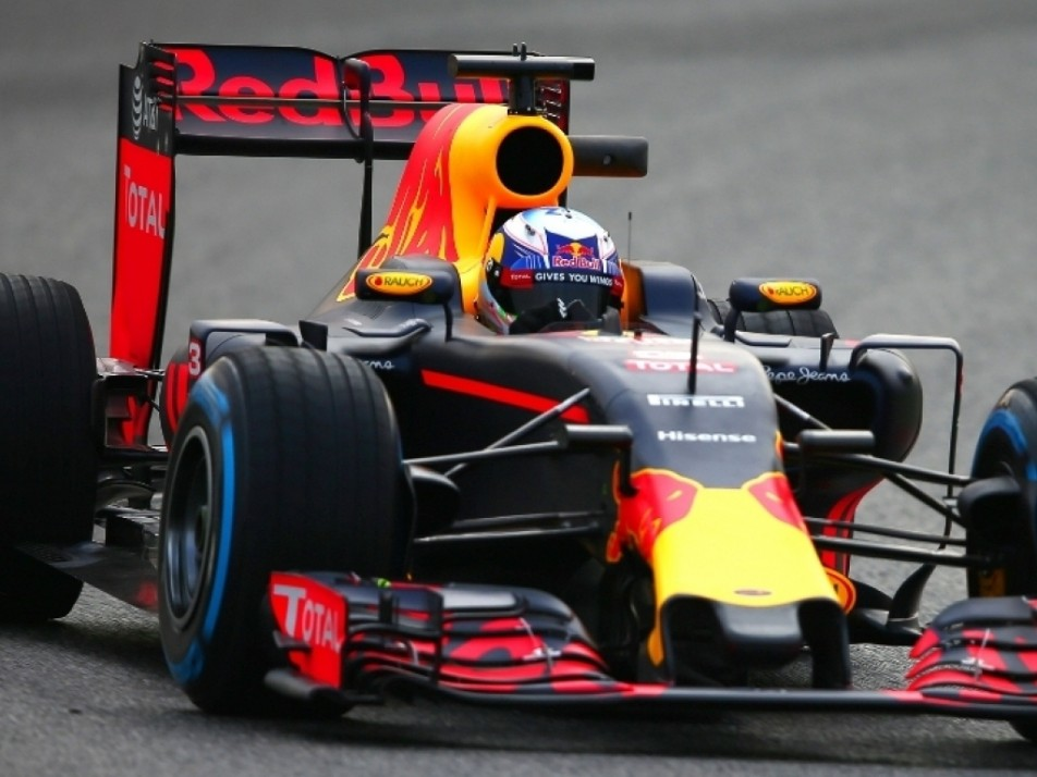Ricciardo burning some tyres during their test drive