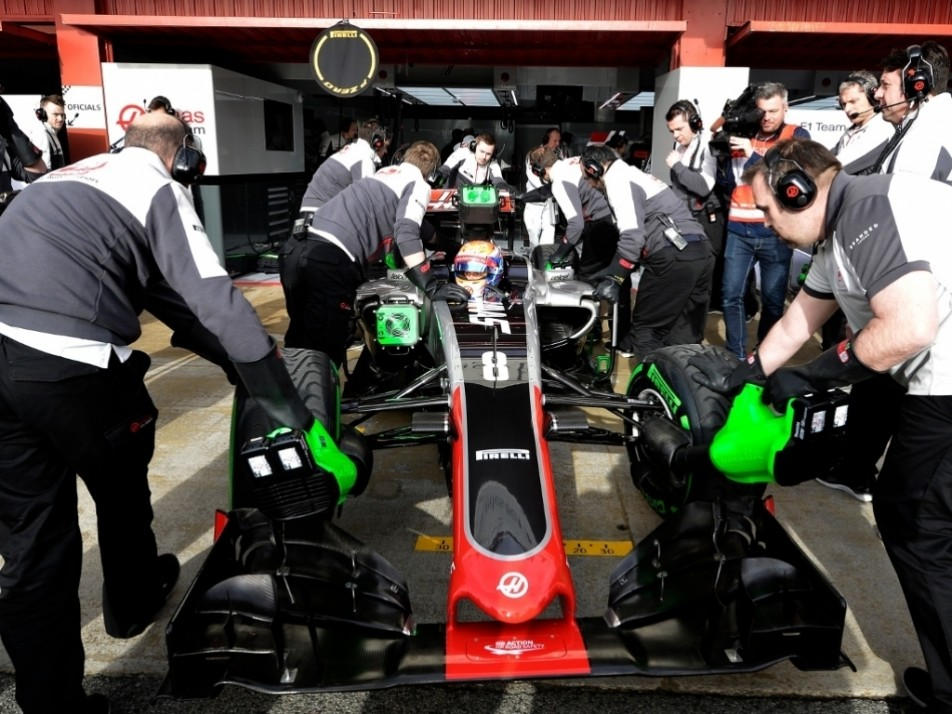 Grosjean heads back into the pits
