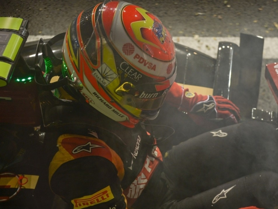 2014 Singapore GP: Crashes into the wall in FP2...