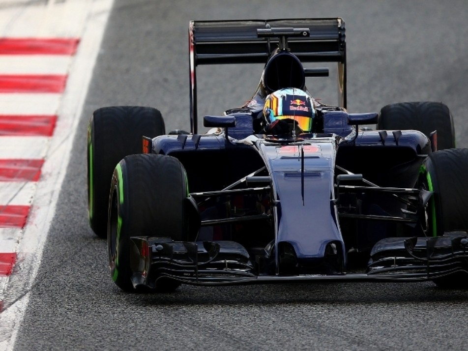 Sainz in his 2015 Toro Rosso but with new livery