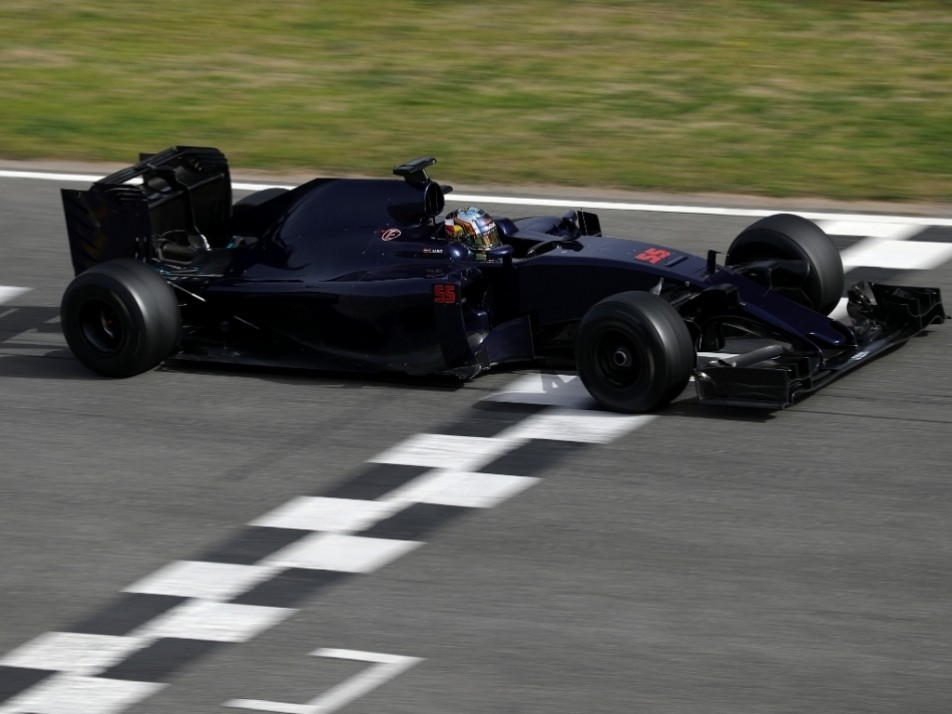 Sainz completes another lap