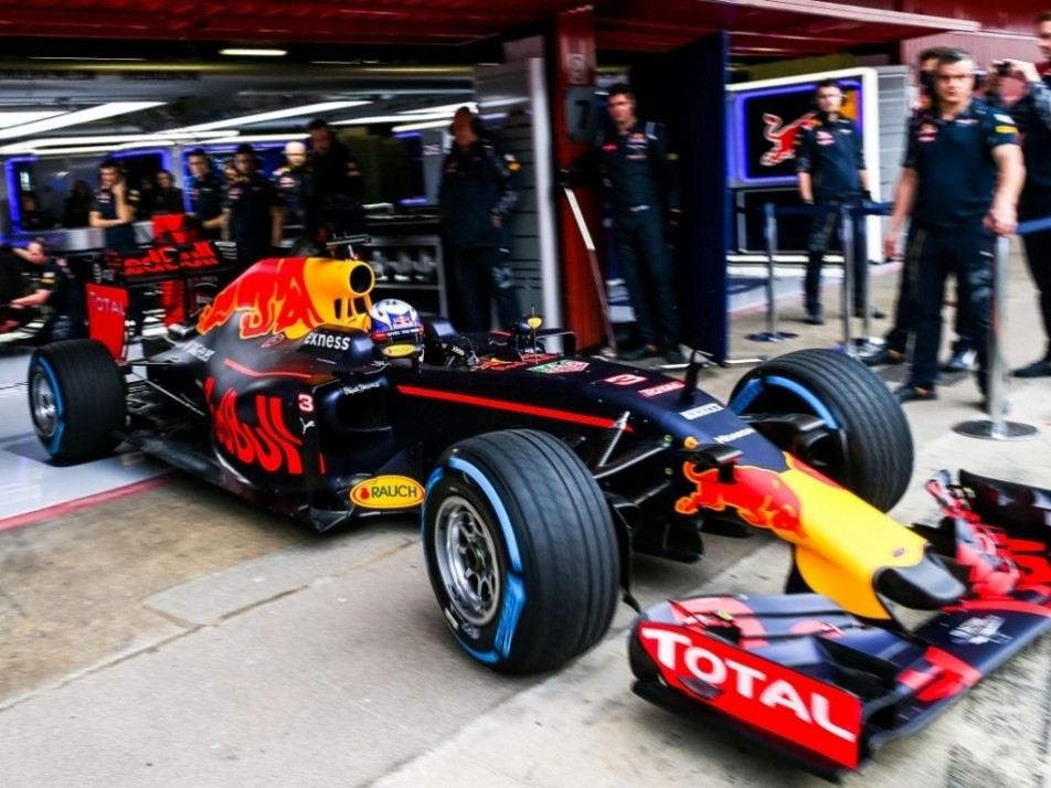 Ricciardo leaves the pits in his RB12