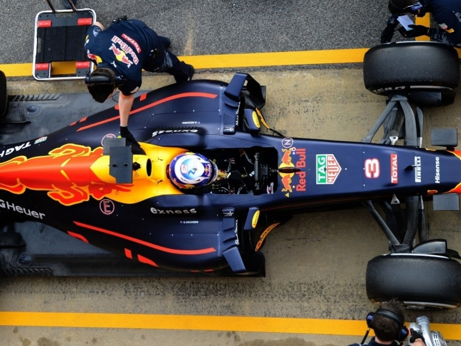 A quick stop in the pits for Ricciardo